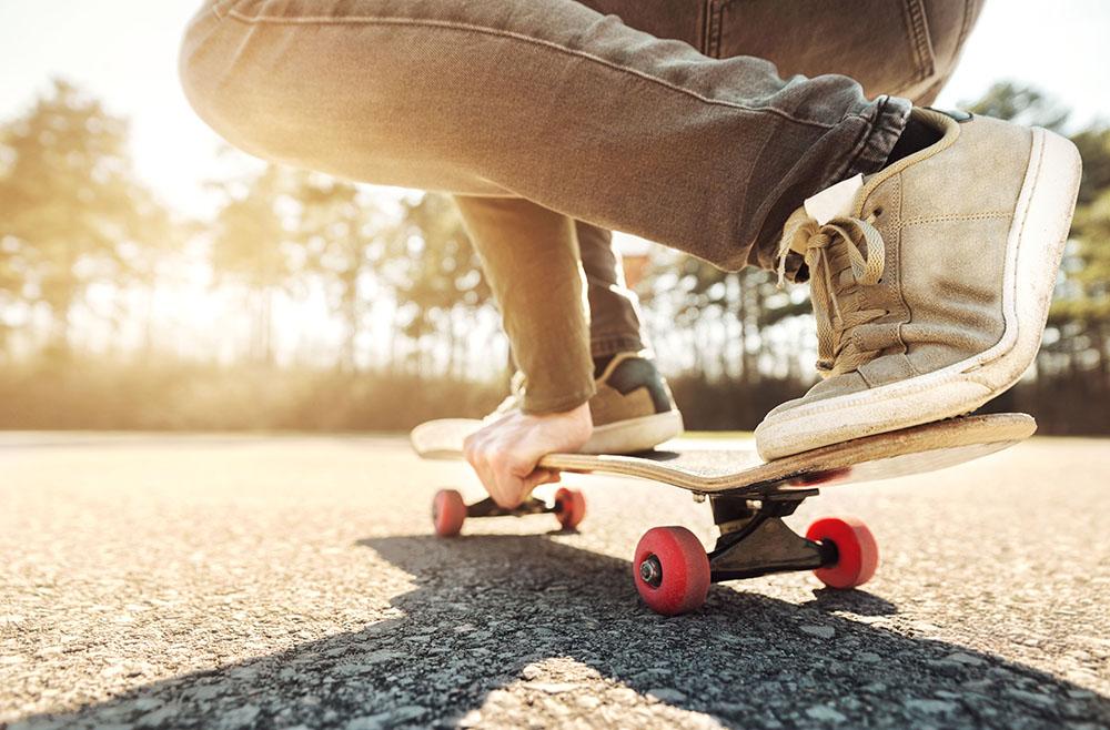 La pratique du skate, quels sont les accessoires indispensables pour bien débuter ?